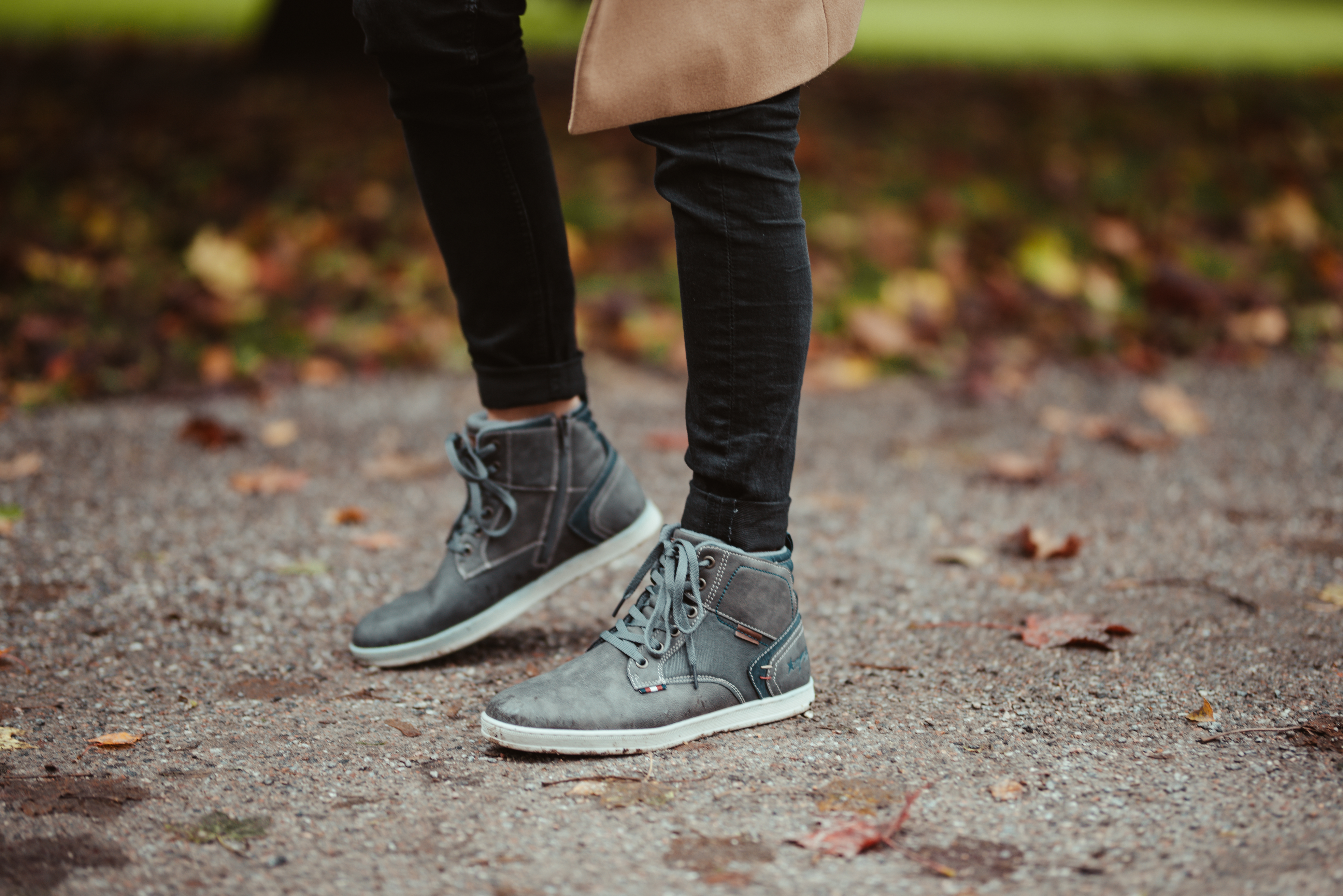 6a7deab8f8b3 As you also know, I love high to mid tops when it comes to sneakers and  these brown/navy blueish mid cuts from Memphis One are a perfect compromise  when you ...